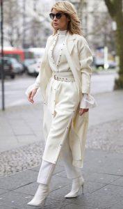 ropa de mujer blanca