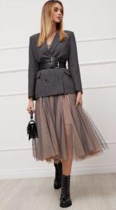 ropa de mujer con chaqueta y falda