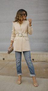 vestido con una chaqueta acolchada