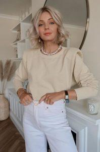 traje blanco y crema