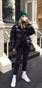chaqueta acolchada de mujer negra
