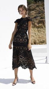 vestido midi de encaje negro zini invierno 2021