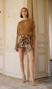 falda floral blusa beige