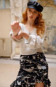 blusa de punto blanca falda en blanco y negro