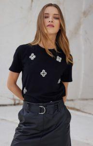 Camiseta abalorios negros
