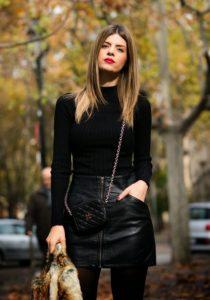 falda de cuero negra blusa negra