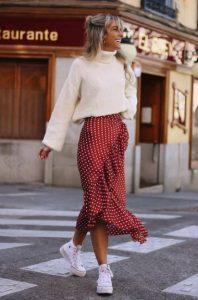 crucero falda roja blusa blanca faldas no deben faltar