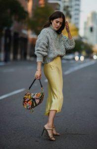 falda de deslizamiento, faldas de suéter gris no deben faltar