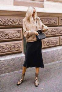 falda lencería negra suéter beige