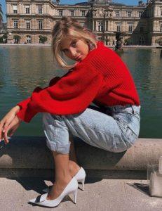 jeans suéter rojo