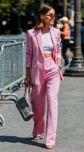 traje rosa claro para mujer