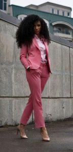 traje de mujer rosa