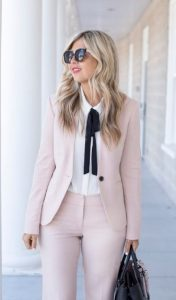 vestido con traje y camisa