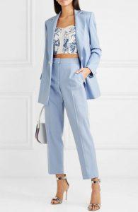 traje de mujer azul claro