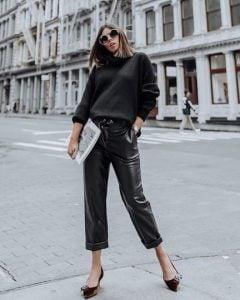 pantalones de cuero negro blusa negra