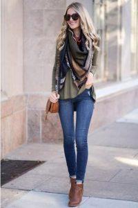 jeans con blusa y bufanda