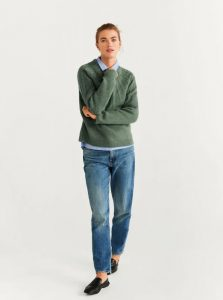 suéter de punto verde oliva