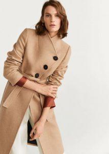 abrigo camel con cinturón