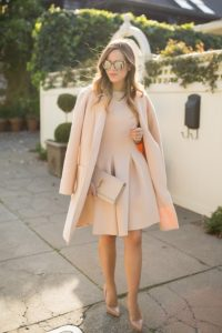 vestido beige abrigo corto