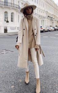 abrigo beige pantalones blusa sombrero