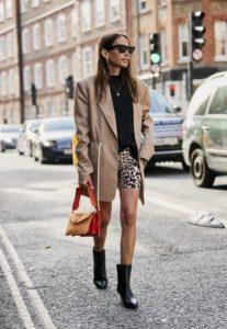 pantalones cortos de leopardo chaqueta beige blusa negra ropa de invierno beige