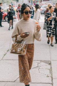 falda de leopardo bolso a cuadros beige