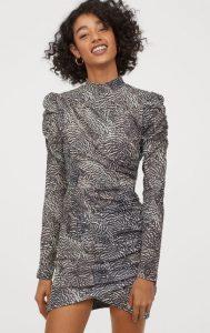 vestido de invierno drapeado con edredones