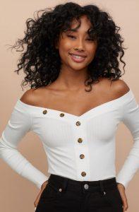 blusa blanca de invierno fuera de los hombros
