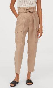 pantalones de mujer con bolsa de papel beige