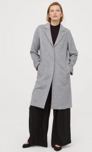 abrigo largo gris de mujer