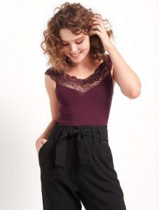 blusa de mujer atrayente con encaje