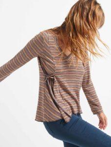 blusa de mujer de manga larga con detalle en el lateral