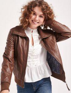 chaqueta de mujer de cuero marrón