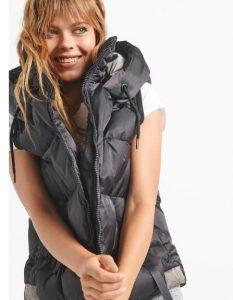chaqueta sin mangas de mujer negra