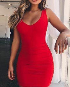 mini vestido rojo con escote abierto