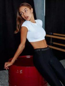 camiseta blanca corta fitness