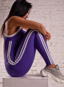 Body atlético femenino con raya lateral