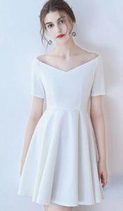 vestido blanco con cuello de sonrisa