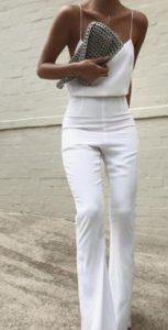 look femenino con opciones blancas