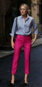pantalones de mujer de colores combinados con una camisa