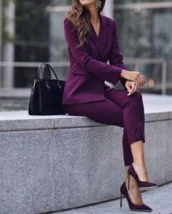 traje de mujer morado