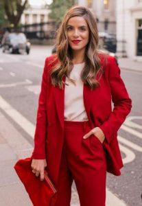 traje de mujer rojo